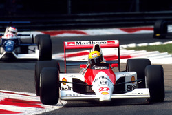 Ayrton Senna, McLaren MP4/5B; Jean Alesi, Tyrrell 019
