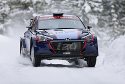 Ярі Хуттунен, Антті Ліннакето, Hyundai i20 R5