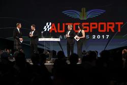 David Coulthard habla con Christian Horner, Team Principal, Red Bull Racing, Martin Brundle y Lee McKenzie