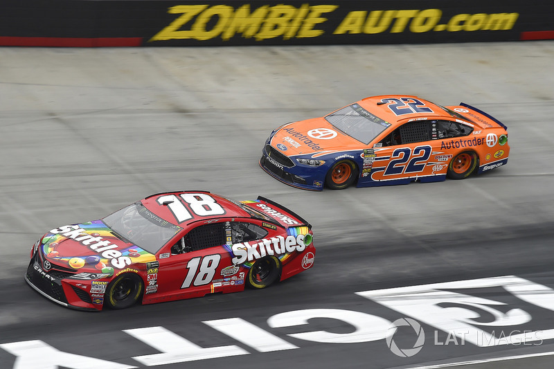 Kyle Busch, Joe Gibbs Racing, Toyota Camry Skittles, Joey Logano, Team Penske, Ford Fusion Autotrader