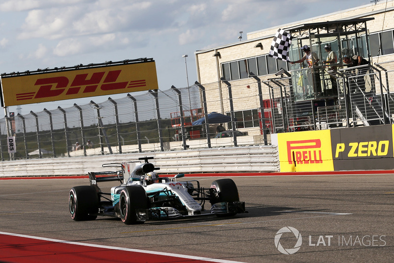 Lewis Hamilton, Mercedes-Benz F1 W08 takes the chequered flag at the end of Qualifying