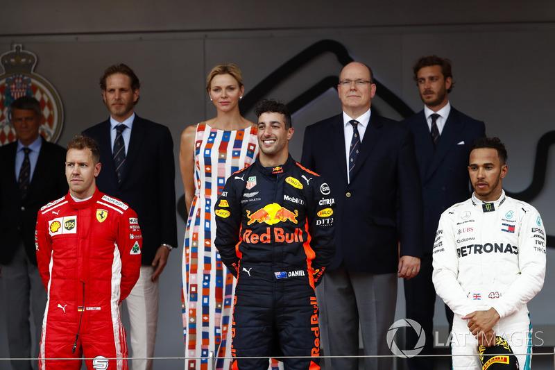 Race winner ctorr Daniel Ricciardo, Red Bull Raodium with Sebastian Vettel, Ferrari, Lewis Hamilton, Mercedes AMG F1 and the Prince Albert of Monaco