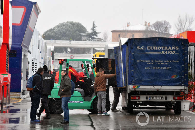 Paddock delivery as snow stops testing
