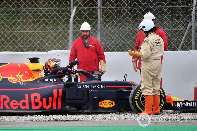 Max Verstappen, Red Bull Racing RB14 nella ghiaia