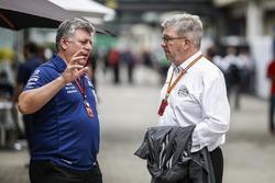 Операційний директор Sahara Force India Отмар Сафнауер, спортивний директор Ф1 Росс Браун