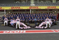 Esteban Ocon. Sahara Force India, Sergio Pérez, Sahara Force India, Alfonso Celis Jr. y el equipo