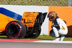 Stoffel Vandoorne, McLaren MCL33 stops on track