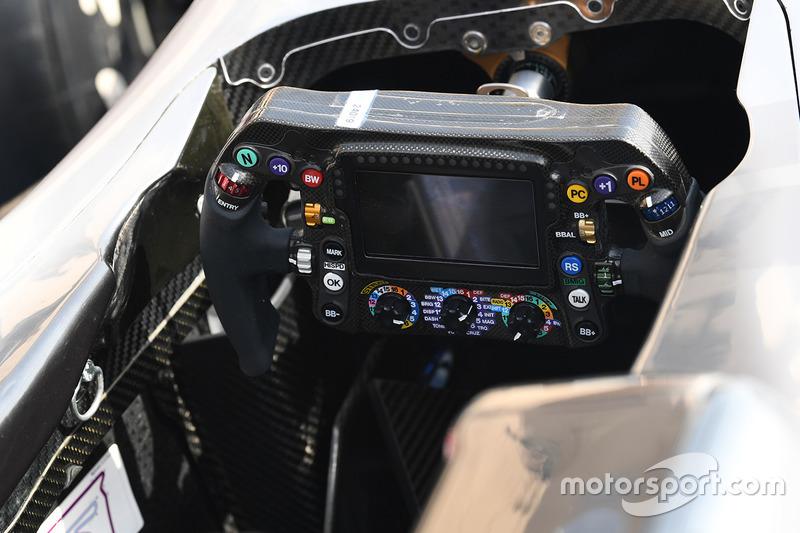 Руль Mercedes F1 W08
