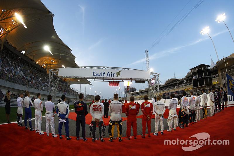 Durante el himno de Bahrein
