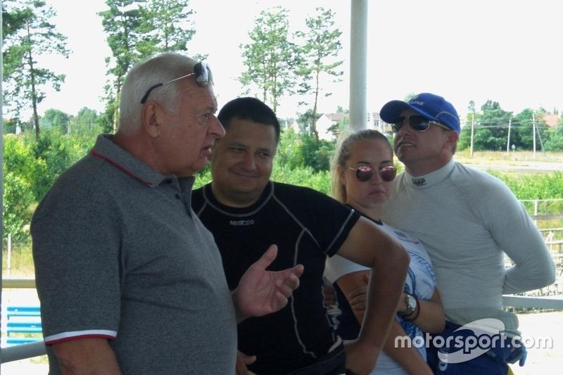 Директор гонки Леонід Леонов, Олександр Гальвес, Ігор Скуз із донькою
