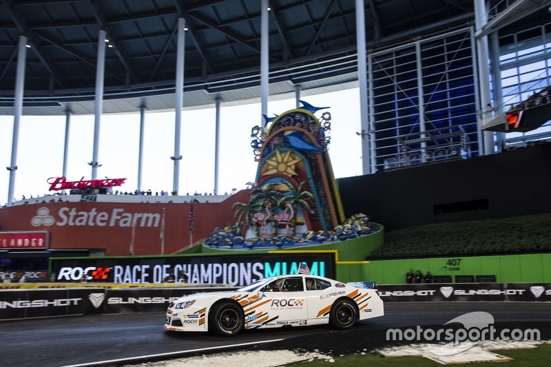 Ryan Hunter-Reay, conduce el Whelen NASCAR