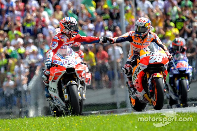 Переможець гонки Андреа Довіціозо, Ducati Team, і Дані Педроса, Repsol Honda Team