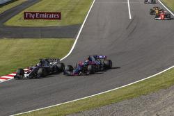 Ромен Грожан, Haas F1 Team VF-17, и Пеьр Гасли, Scuderia Toro Rosso STR12