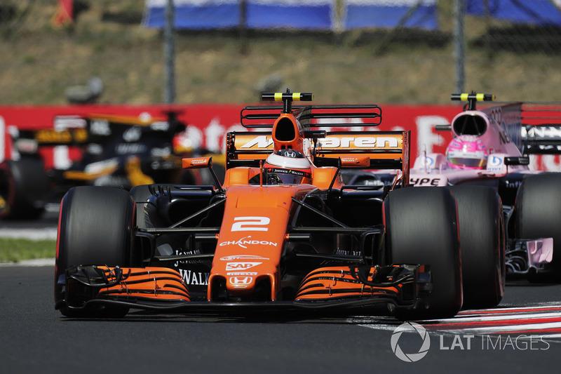 Стоффель Вандорн, McLaren MCL32, Естебан Окон, Sahara Force India F1 VJM10