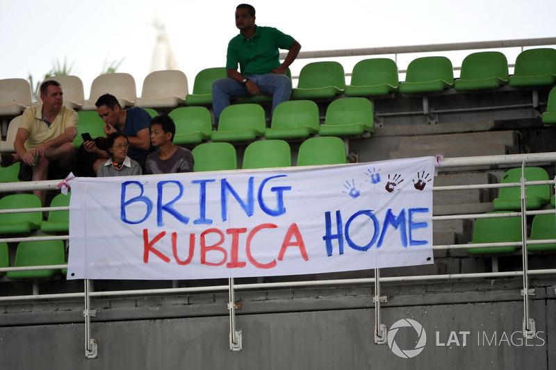 """Uma possível chegada de Kubica representaria uma injeção de ânimo, já que o polonês está """"babando"""" por uma chance, além do impacto comercial de uma das histórias de superação mais marcantes da F1 moderna."""