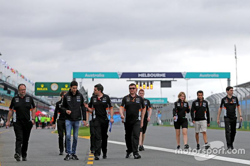 Esteban Ocon, Force India F1; Sergio Perez, Sahara Force India F1