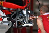 تفاصيل محور الإطار والكابح الأمامية لسيارة فيراري