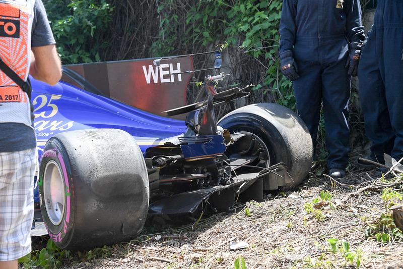 Разбитый Sauber C36 Паскаля Верляйна