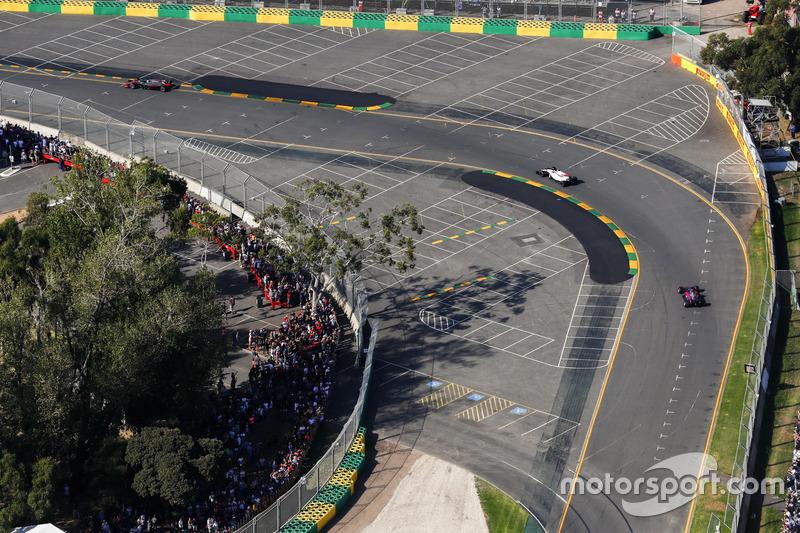 Felipe Massa, Williams FW40, leads Daniil Kvyat, Scuderia Toro Rosso STR12