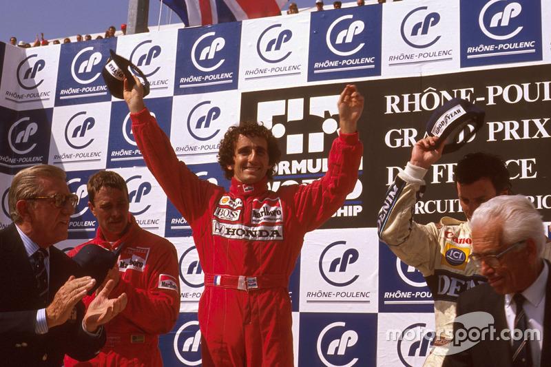 Podio: ganador de la carrera Alain Prost, McLaren Honda, segundo lugar Nigel Mansell, Ferrari, y tercer lugar Riccardo Patrese, Williams Renault, y el Presidente FIA Jean-Marie Balestre
