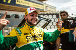 Felipe Fraga celebra pole em Curvelo