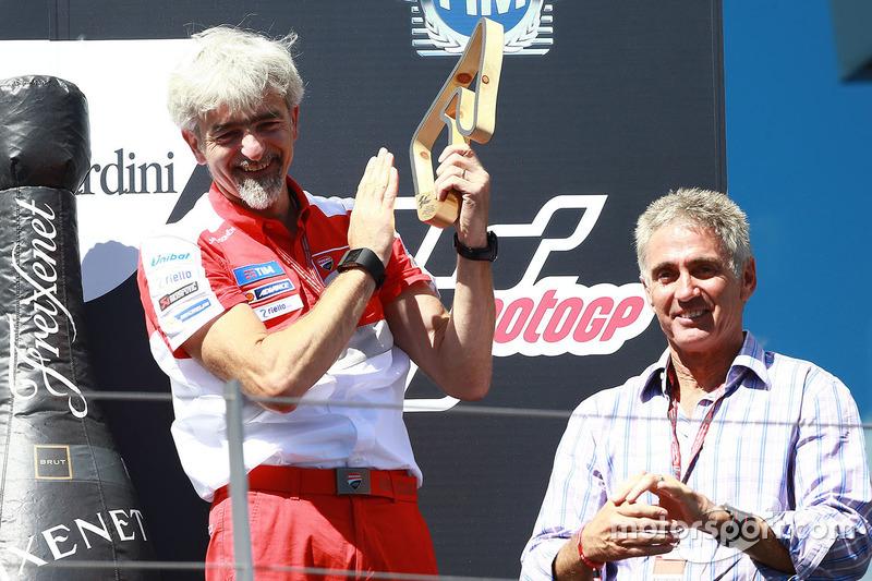 Podium: Gigi Dall'Igna, Ducati Team General Manager and Mick Doohan