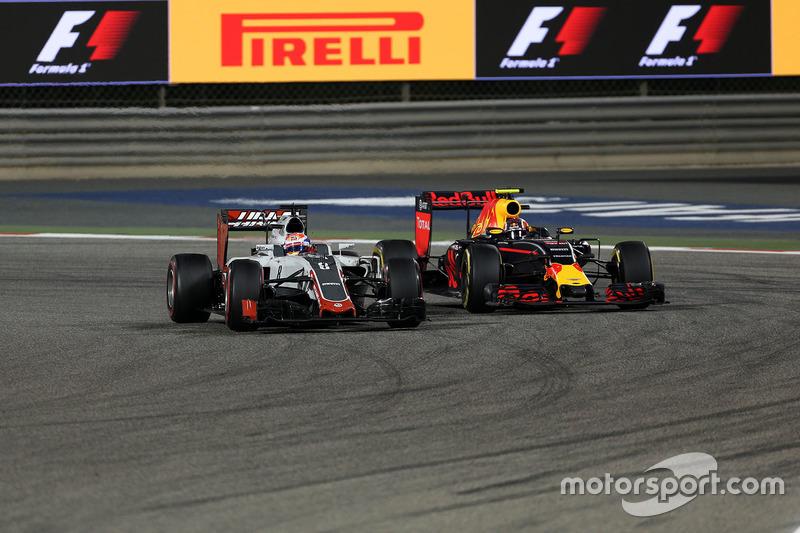 Romain Grosjean, Haas F1 Team VF-16 and Daniil Kvyat, Red Bull Racing RB12