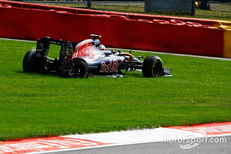 Carlos Sainz Jr., Scuderia Toro Rosso STR11 retired from the race