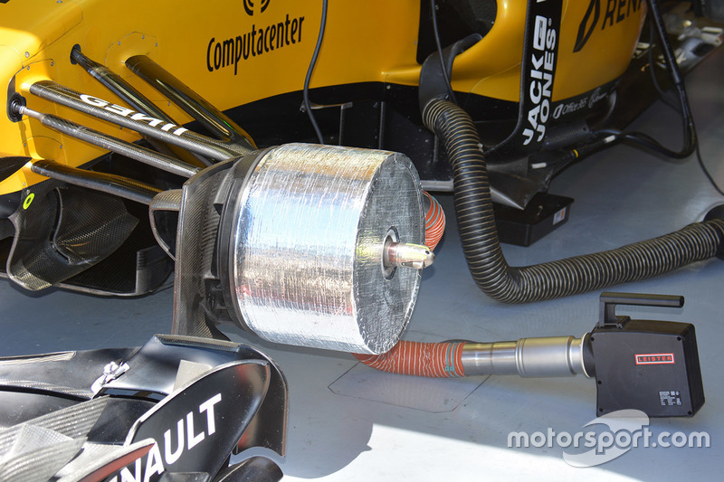 Renault Sport F1 Team RS16 front brake duct detail