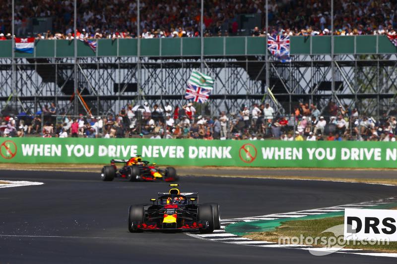 Max Verstappen, Red Bull Racing RB14, y Daniel Ricciardo, Red Bull Racing RB14