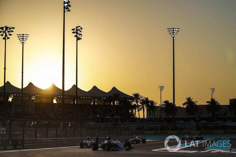 Porém, existe um desafio único em Abu Dhabi: trata-se da única prova que começa com a luz do sol e que termina já à noite. Assim, as temperaturas variam bastante durante a disputa.
