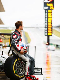 Romain Grosjean, Haas F1 Team, Kevin Magnussen, Haas F1 Team, at the Haas F1 Teams home race photo call