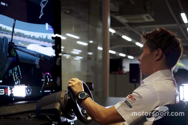 Kamui Kobayashi, Toyota, prueba el GT Sport