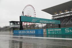 予選開始直後、豪雨に見舞われた鈴鹿サーキット