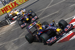 Sebastian Vettel, Red Bull Racing RB5 voor Mark Webber, Red Bull Racing RB5 en Fernando Alonso, Renault F1 Team R29