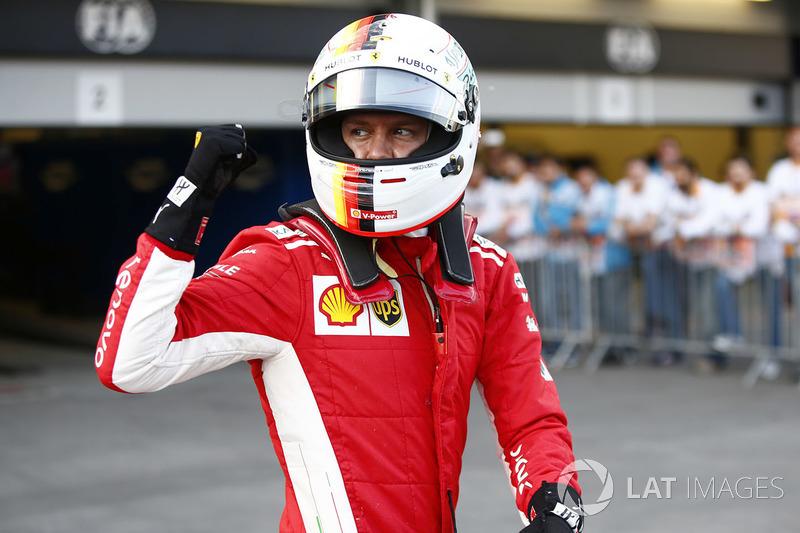 Sebastian Vettel, Ferrari, celebra después de tomar Pole Position