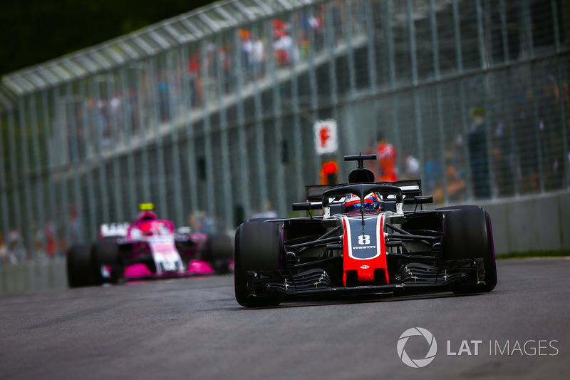 Romain Grosjean, Haas F1 Team VF-18, leads Esteban Ocon, Force India VJM11