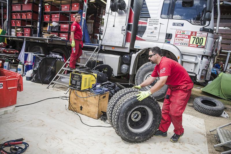 Toyota Gazoo Racing у бівуаці