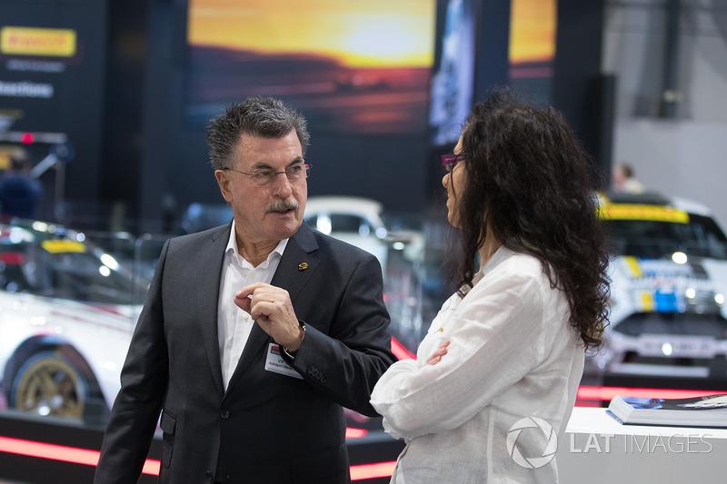 Rainer Schlegelmilch talks to Zoe Schafer on the LAT Stand