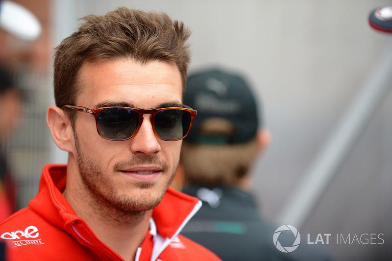 La familia de Leclerc es muy cercana a la de Jules Bianchi, que, así, tuvo una gran influencia en la carrera de Charles. Bianchi falleció en 2015 como consecuencia de su accidente en Suzuka.