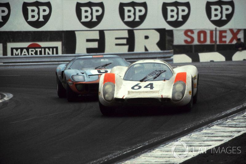 1969 год. Ханс Херрман, Porsche 908, и Жаки Икс, Ford GT40