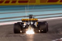 Nico Hulkenberg, Renault Sport F1 Team RS17 envoie des gerbes d'étincelles