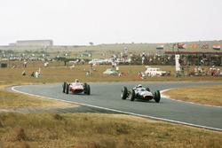 Richie Ginther, BRM P57 devant Piet de Klerk, Alfa Romeo Special