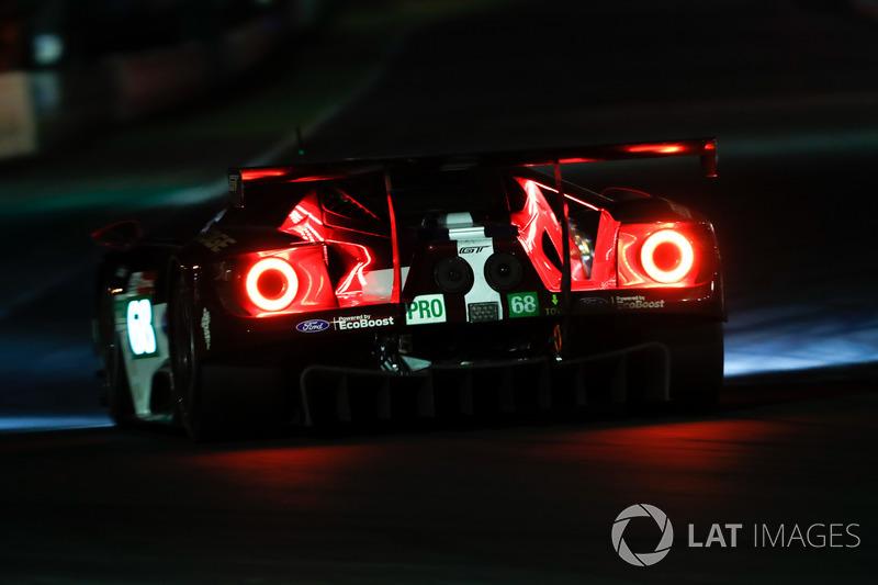 Яркие габаритные огни Ford Chip Ganassi №68