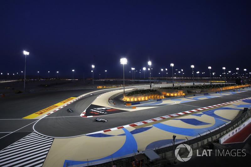 Lewis Hamilton, Mercedes W05, lidera a Nico Rosberg, Mercedes W05, y Felipe Massa, Williams FW36