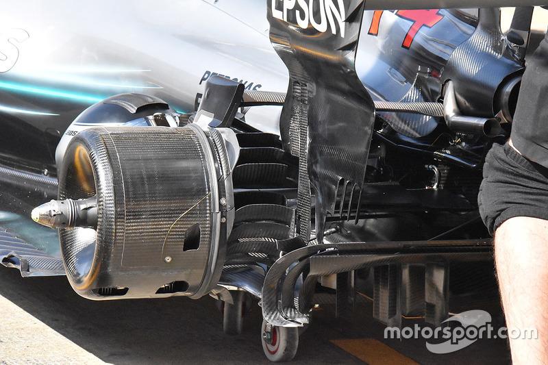 Rem belakang Mercedes AMG F1 W09