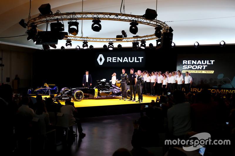 Carlos Ghosn, Renault President, Jolyon Palmer, Renault F1 RS.16 driver Renault Sport F1 team, Esteb