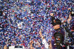 Ganador de la carrera Denny Hamlin, Joe Gibbs Racing Toyota