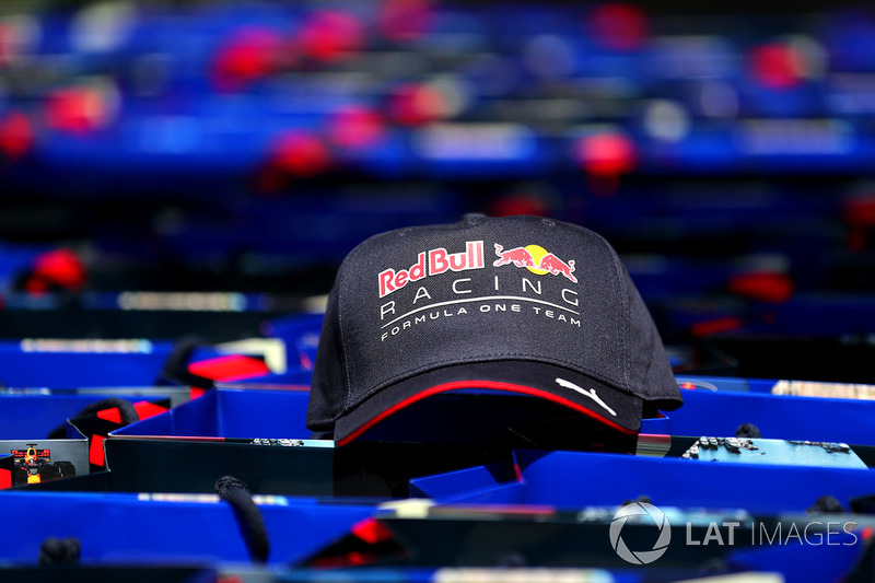 Une casquette Red Bull Racing