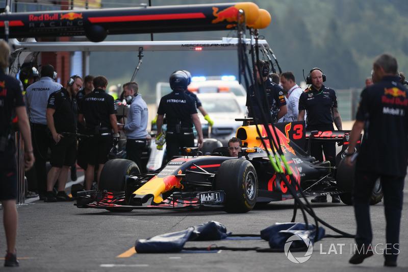 Red Bull Racing mechanic in Red Bull Racing RB13